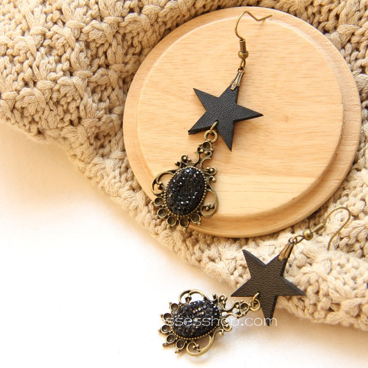 Lolita Lovely Black Creative Fashion Retro Star Earring