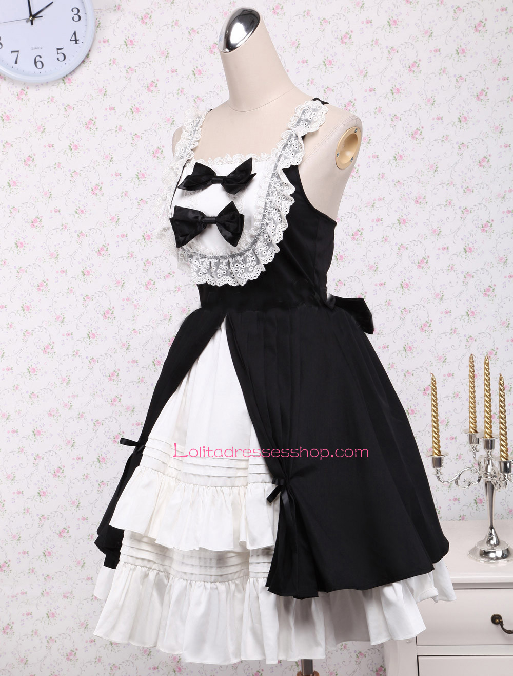 Black and White Straps Sleeveless Flouncing with Bow Gothic Lolita Dress